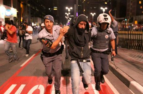 Manifestantes protestam no centro de São Paulo