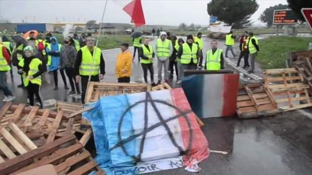 drapo-tricolore-et-anarchie